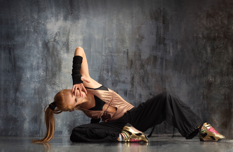 Bailarina en el piso