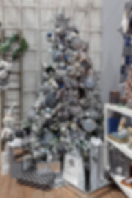 Tree_Full_W_Gifts.jpg