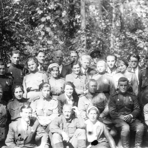 Участники бригады Музыкального театра на Брянском фронте. Август 1943.