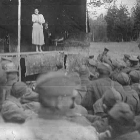 На Западном фронте. Выступает Людмила Виноградская. Сентябрь – октябрь 1941