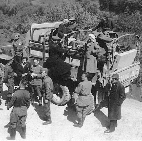 Фронтовая бригада Музыкального театра. Остановка на пути в Австрию. Весна 1945