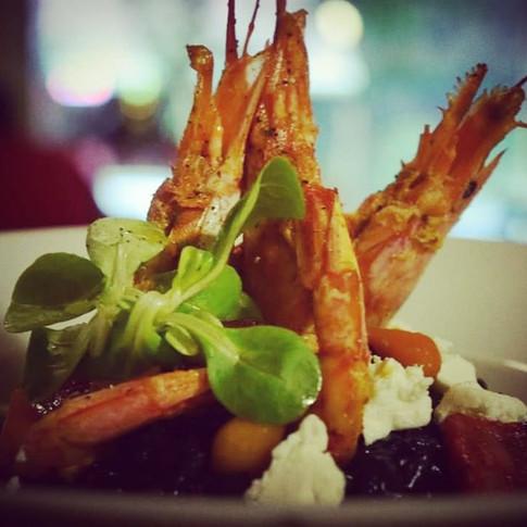 Μαύρο ριζότο με γαρίδες
