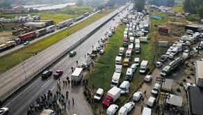 GREVE DE CAMINHONEIROS  Em SP, juiz proíbe bloqueio à entrega de combustíveis a serviços essenciais