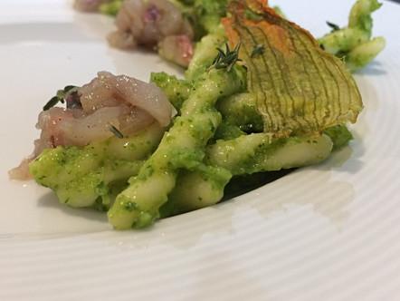 Strozzapreti al pesto di zucchine e tartare di triglia