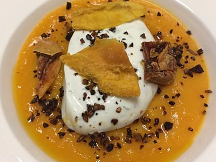 Crema di zucca, quenelle di yogurt greco al finocchietto, crumble di pistacchi tostati e semi di zuc