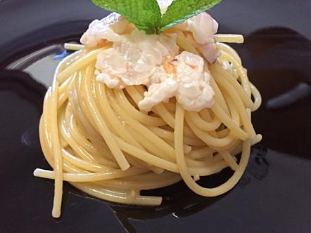Spaghetti aglio, olio e peperoncino con battutino di gamberi al lime