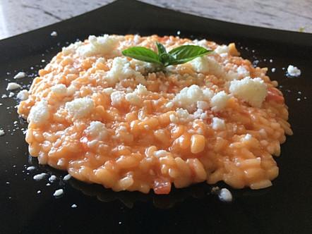 Risotto al pomodoro mantecato all'olio e neve di mozzarella