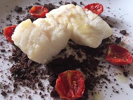 Baccalà in oliocottura, terra al cacao e pomodorini confit