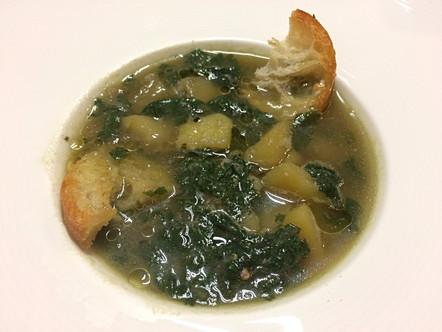 Zuppa di patate e ortiche