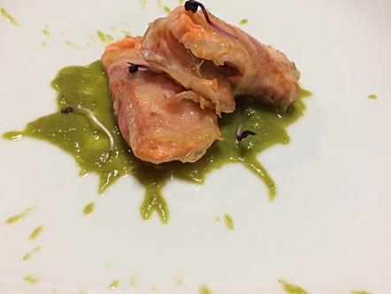 Filetto di trota pancettato, crema di asparagi alla vaniglia e germogli