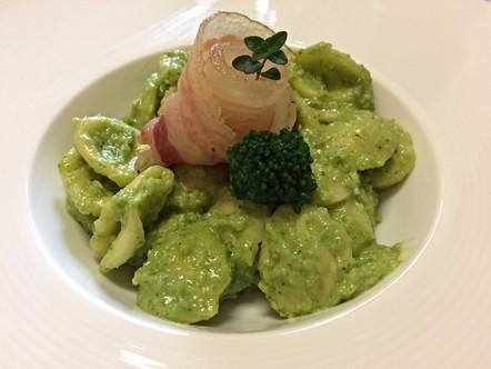 Orecchiette con pesto di broccoli e pancetta