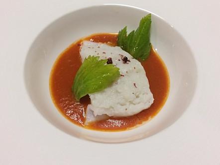 Baccalà al vapore, salsa di pomodoro e pepe rosa