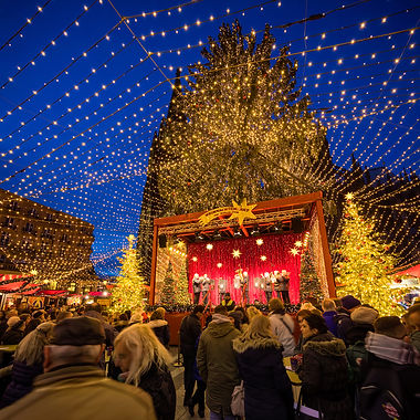 DE_Cologne_ChristmasMkt_concert.jpg