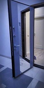 Панель с зеркалов накладным т.е. ровно с поверхностью панели, выкрас по RAL.