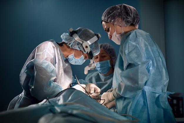 Otorrinolarigologista cirurgião