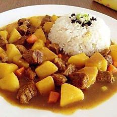 жареная говядина с картошкой и рис