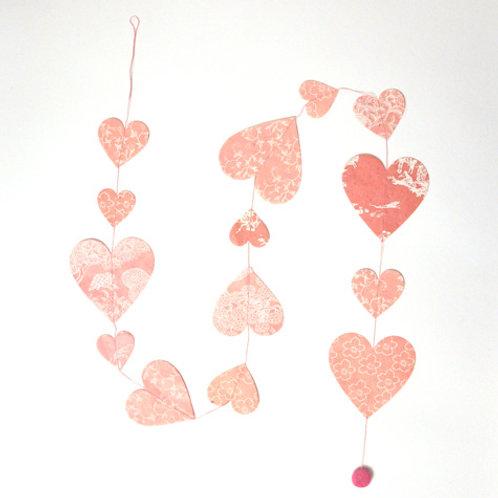 Guirnalda corazones estampados rosado-dorado