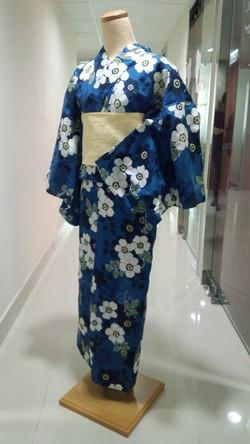 深藍色白花浴衣