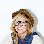 Kız Müzik Grubu Üyesi Hasır Şapka