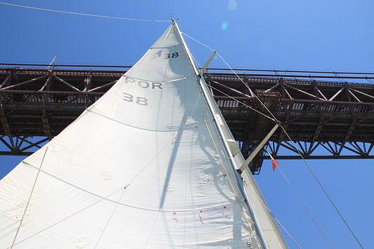 Sailing under Ponte25Abril, Lisboa