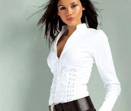 Las blusas que no pueden faltar en tu ropero
