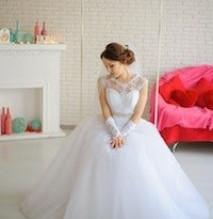 Hermosos vestidos y accesorios de novias