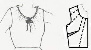 Blusa con escote redondo fruncido