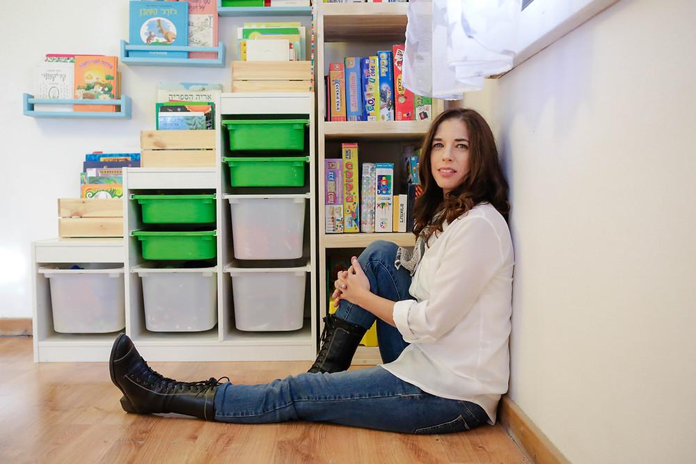 משחקי קופסא מסודרים לפי כלל העמודו, ספרים מונגשים לילד בהתאם לגילו ולשלב ההתפתחות.
