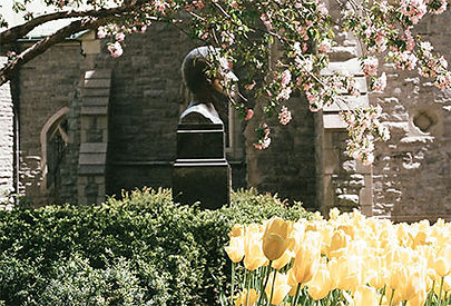 An example of a landmark in a park: a bronze statue