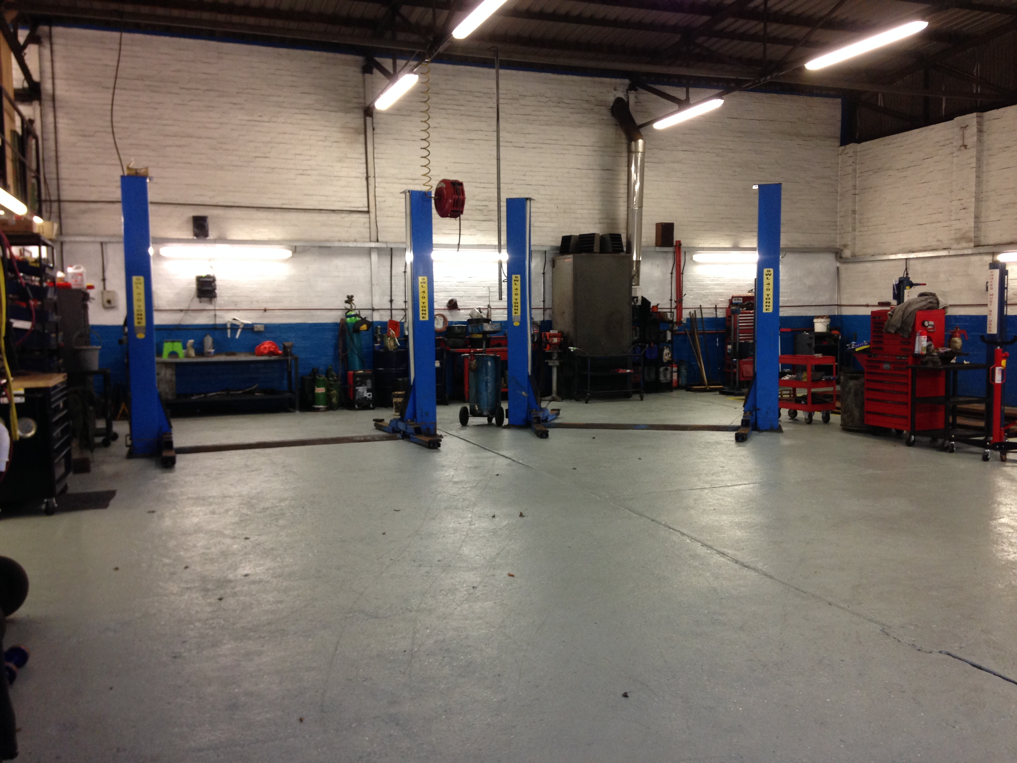 Paradise Garage Car Workshop