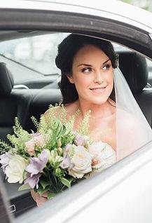 bride flowers veil wedding car