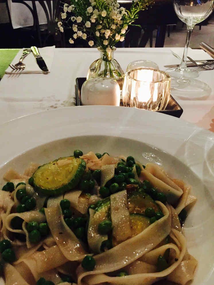 Vegan pasta: restaurant Adom