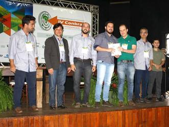 Aluno de pós-graduação do LEB recebe prêmio no IV CONBRAF