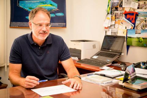 Paulo Cesar Sentelhas é professor do departamento de Engenharia de Biossistemas (crédito: Gerhard Waller)