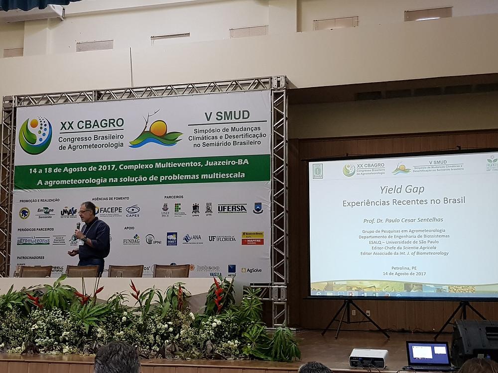 Imagem 1. Palestra do Prof. Dr. Paulo Cesar Sentelhas sobre yield gap.