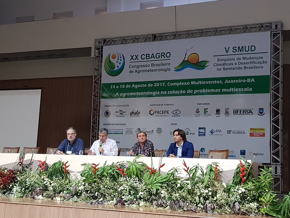 Imagem 2. Sessão plenária sobre yield gap. Da esquerda para a direita: Prof. Dr. Paulo Sentelhas, Dr. Luís I. Prochnow, Dr. François Affholder, Dr. Patrício Grassini.