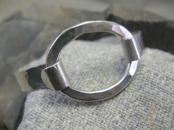 Von B Bangle comes with 3 interchangeable mixt metal ovals.JPG