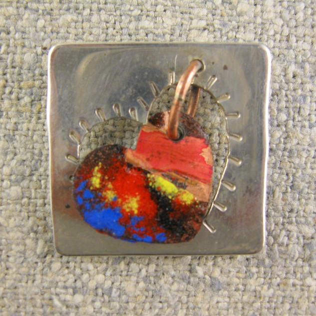 Drifting heart pin