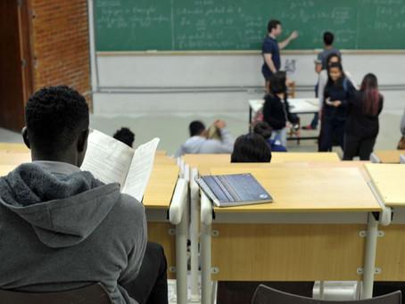 No pior momento da pandemia, parlamentares aprovam PL para o retorno presencial às aulas