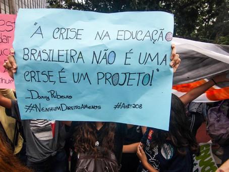 Educação é a área mais atingida pelos cortes de Bolsonaro.