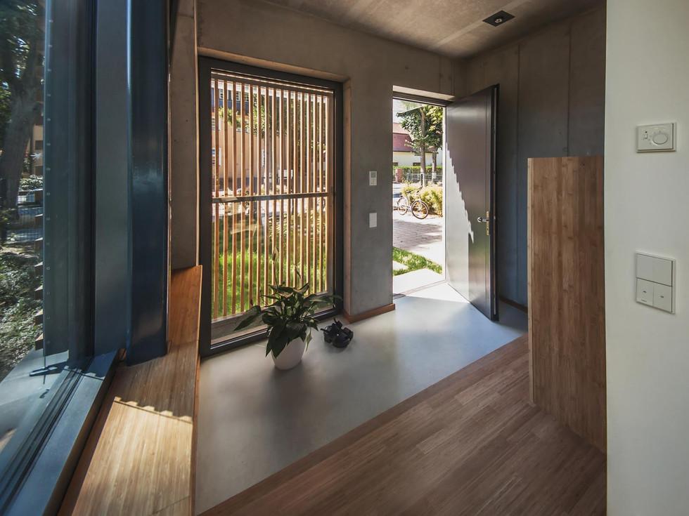 HOUSE M-33.jpg