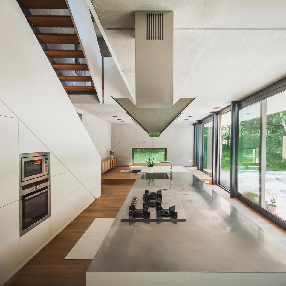 HOUSE M-24.jpg