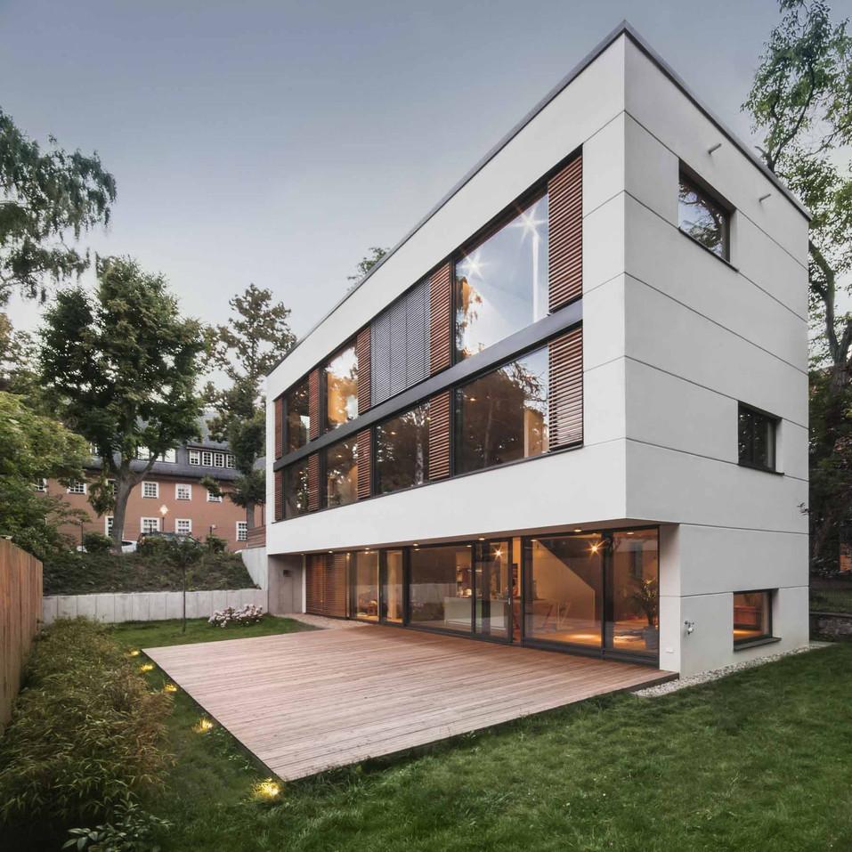 HOUSE M-16.jpg