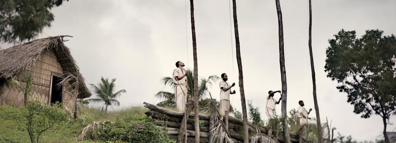 Izado de banderas, Lamakara (2005)