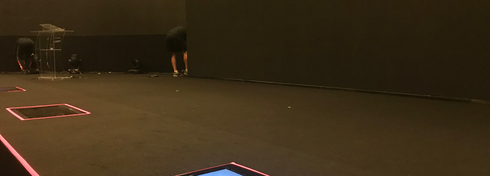 Monitores de Retorno embutidos no piso do Palco