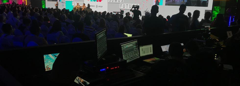 Evento_Inspira_Fenae_2020_Palco_com_Painel