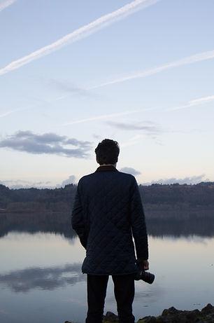 Mirando hacia el lago