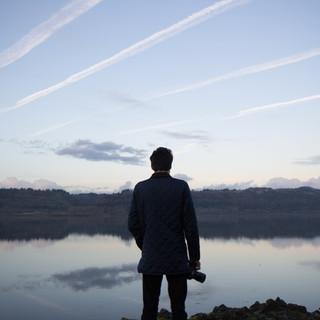 มองออกไปยังทะเลสาบ