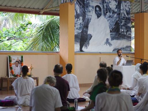 Online Amrita Yoga und Stille-Retreats aus Amritapuri (Indien)