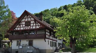 Slide-Haus-Front%20Kopie%202_edited.jpg